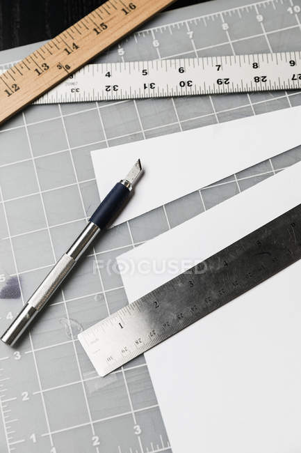 Cutter and rulers on cutting mat — Stock Photo