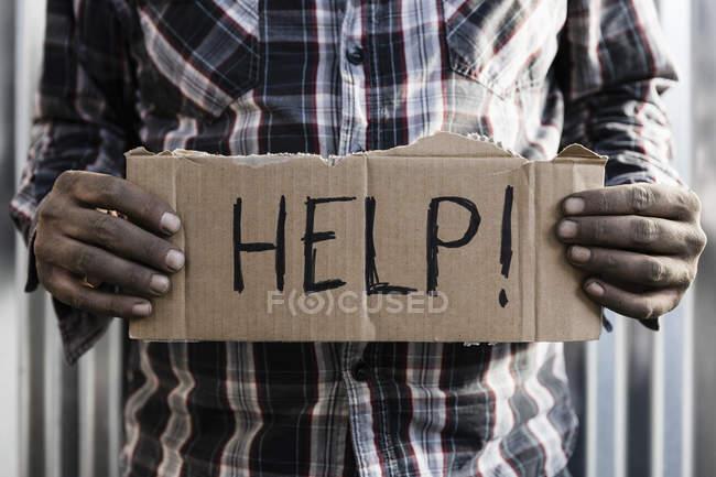 Obdachloser mit Hilfe Schild — Stockfoto