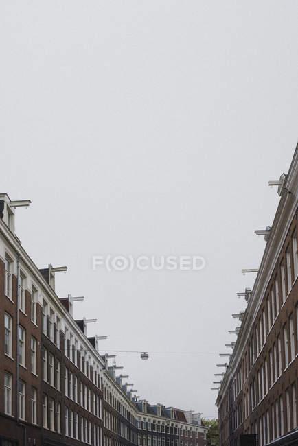 Row houses under overcast sky, Amsterdam, Netherlands, Holland — Stock Photo