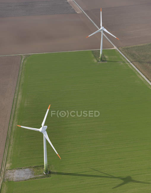 Aerial view wind turbines in agricultural fields near Frankfurt, Hessen, Germany — Stock Photo
