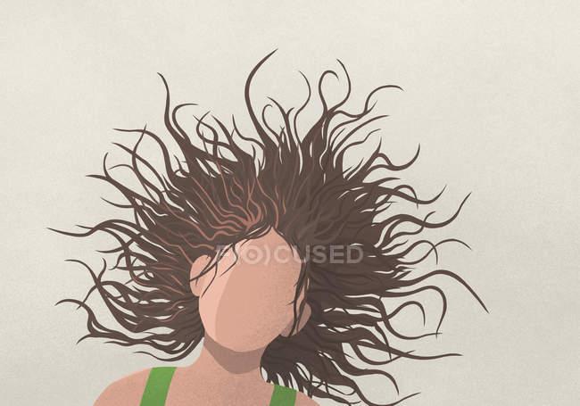 Mulher despreocupada tremendo cabeça — Fotografia de Stock