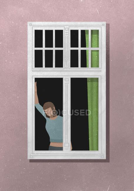 Vista de fora da mulher em pé por uma janela — Fotografia de Stock