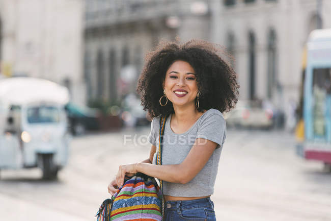 Portrait confident young woman on urban street — Stock Photo