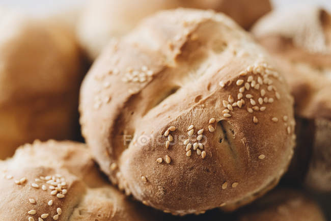Close up fresh baked wheat roll with seeds — Stock Photo