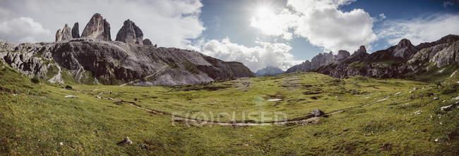 Vue panoramique panoramique panoramique Drei Zinnen Nature Park, Tre Cime di Lavaredo, South Tyrol, Italie — Photo de stock