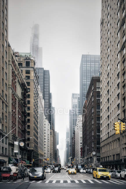 New York City street and buildings, Sixth Avenue, New York, États-Unis — Photo de stock