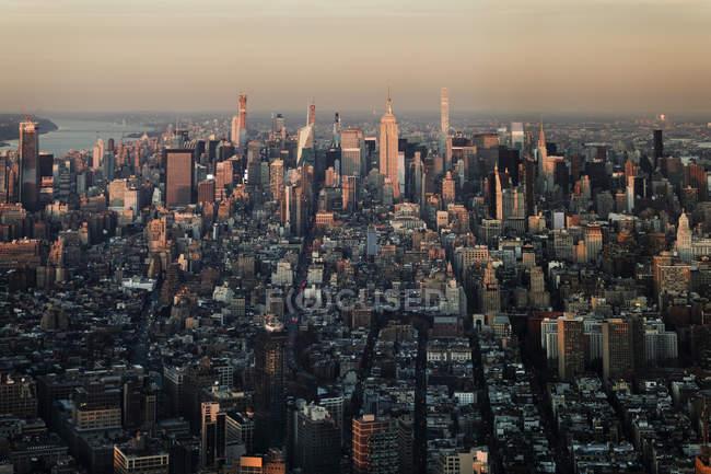 Vistas panorámicas del paisaje urbano, Nueva York, Nueva York, Estados Unidos - foto de stock