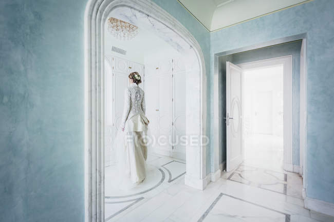 Elegant bride in lace wedding dress — Stock Photo