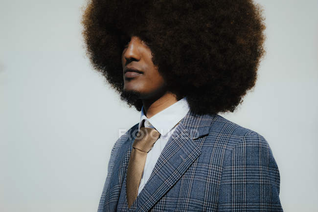 Portrait serious well-dressed young man with afro — Foto stock