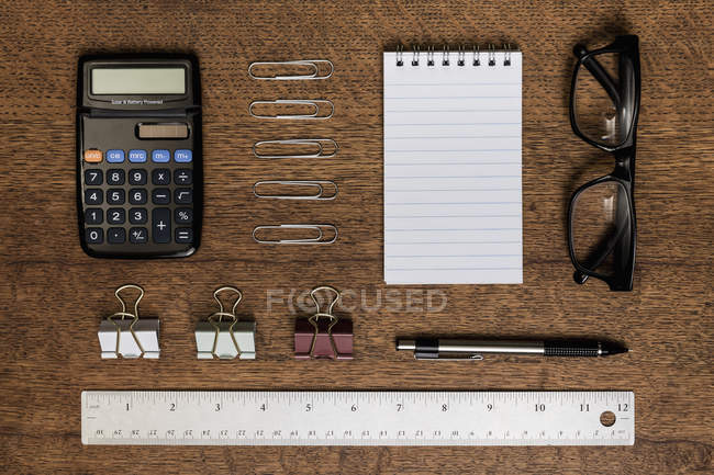 View from above organized office supplies - knolling — Stockfoto