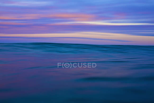 Tranquil blue and pink ocean and sky at sunrise, Sayulita, Nayarit, Mexico — Stock Photo