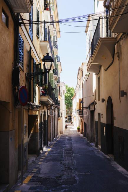 Вулиця між будівлями, Пальма, Майорка, Балеарські острови, Іспанія — стокове фото