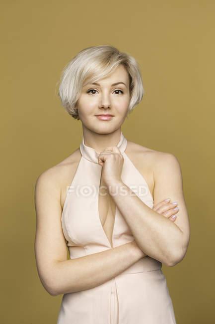 Ritratto di giovane donna sicura di sé, bella — Foto stock