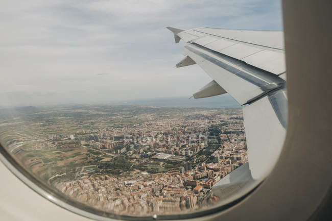 Vista aérea de Valência, Espanha a partir da janela do avião — Fotografia de Stock