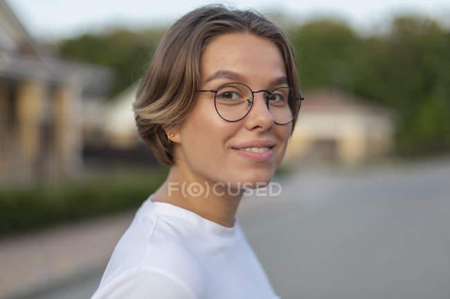 Portrait confident, smiling young woman — Stock Photo
