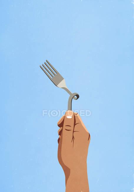 Imagem cortada do homem segurando garfo torcido — Fotografia de Stock