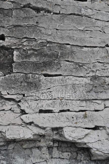 Initialen in Fels gehauen — Stockfoto