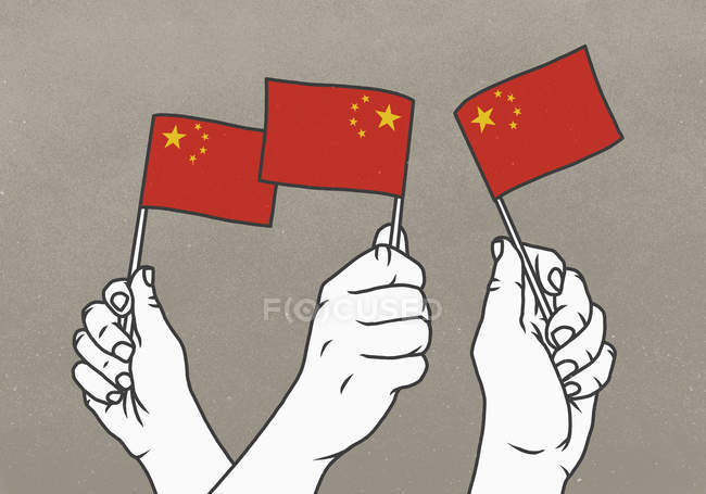 Чоловіки махають маленькими китайськими прапорами. — стокове фото