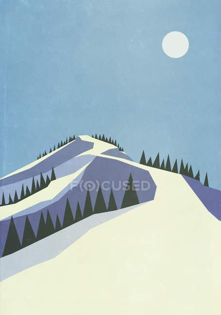 Lua cheia sobre encosta de montanha nevada — Fotografia de Stock