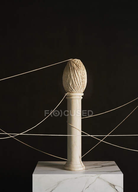 Abstract twine on small pedestal — Stock Photo
