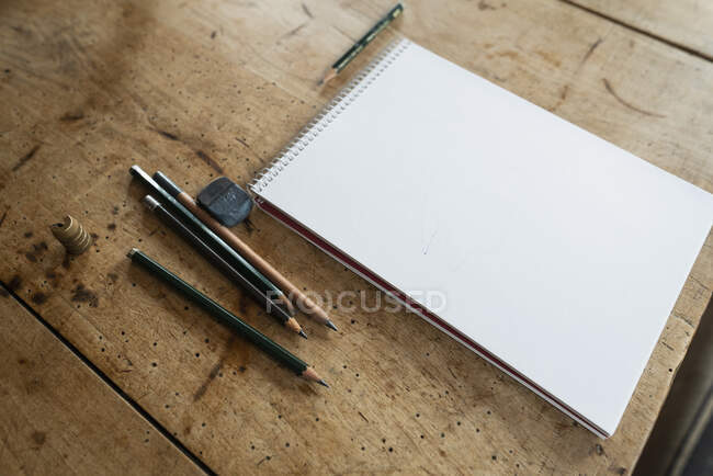 Still life drawing pencils and sketch pad on wood table — Stock Photo
