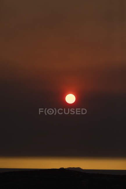 Sun setting in dramatic bush fire sky over York Peninsula, Adelaide, Australia — Stock Photo