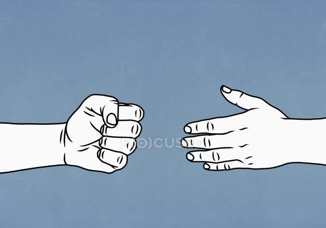 Контрастные руки открываются и сжимаются кулаком — стоковое фото