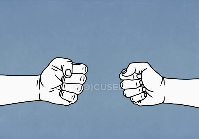 Manos de confrontación formando puños - foto de stock