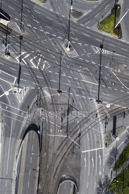 Вид з повітря порожній, що перетинає вулиці міста під час COVID-19, Штутгарт, Німеччина — стокове фото