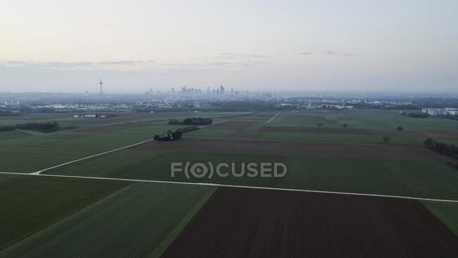 Вид на сільські угіддя і місто Франкфурт (Німеччина). — стокове фото