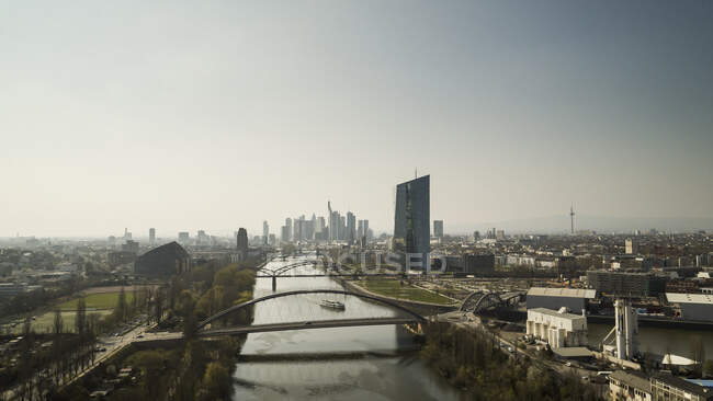 Sonniges Frankfurter Stadtbild am Main, Deutschland — Stockfoto
