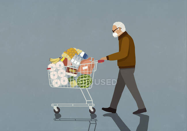 Senior man with protective face mask pushing groceries in shopping cart — Stock Photo