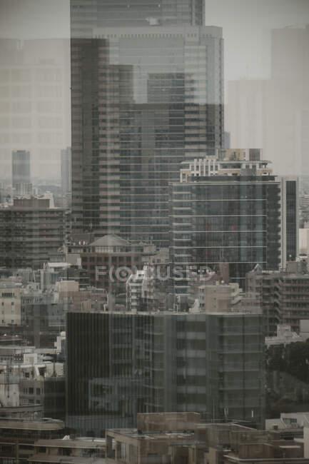 Міські будівлі в Токіо (Японія). — стокове фото