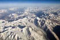 Vue aérienne de la neige recouvert de montagnes de l'Himalaya comme on le voit sur le vol Delhi-Leh-Ladakh.India — Photo de stock
