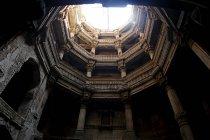 Етапи всередині стародавнього храму — стокове фото