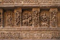 Schnitzereien und Statuen im Inneren Tempel — Stockfoto