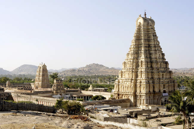 View of Virupaksha temple and hill son background during daytime, Karnataka, India — Stock Photo