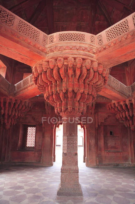 Pillar Details, Diwan-i-Khass, Fatehpur Sikri, the City of Victory, Built during the second half of the 16th century, Mughal Architecture, made from red sandstone, capital of Mughal Empire, UNESCO World Heritage Site, Agra, Uttar Pradesh, India — Stock Photo