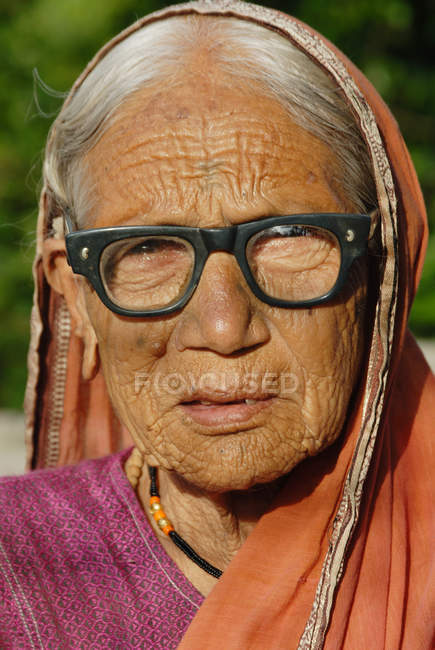 Portrait of indian rural old woman in glasses. Lonavala, Maharashtra, India — Stock Photo