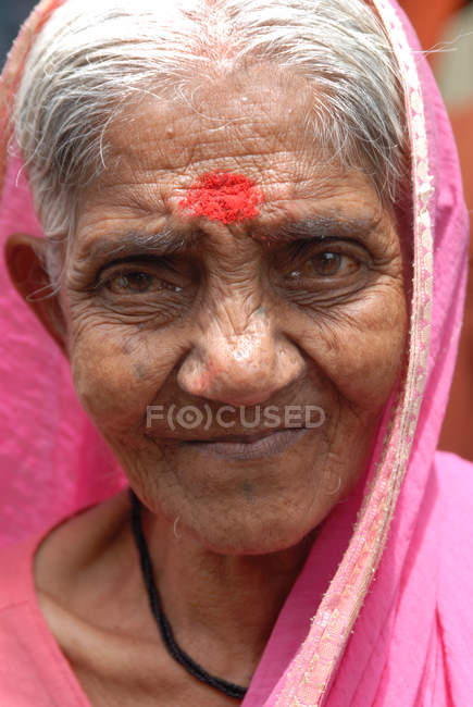 Portrait of indian rural old woman looking at camera. Lonavala, Maharashtra, India — Stock Photo