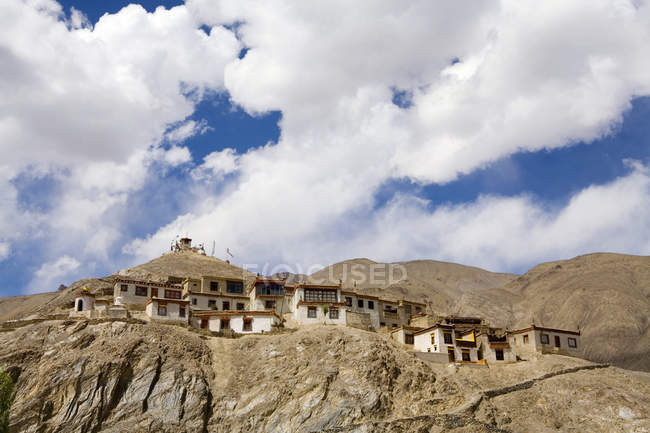 Meditation cells of the Lamayuru Buddhist Monastery rising above a mass of eroded cliffs on the Leh-Kargil road. Ladakh. India — Stock Photo
