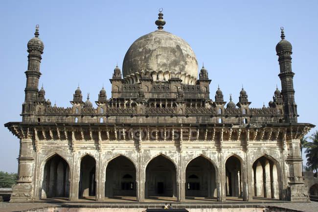 Vista frontale del palazzo Ibrahim Roza, Bijapur, Karnataka, India, Asia . — Foto stock