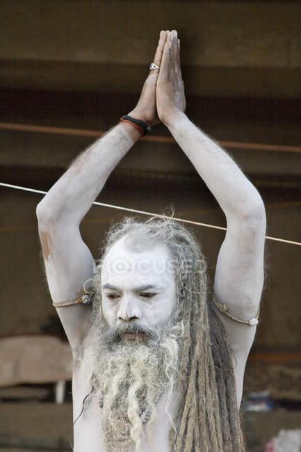 Indian Saint Nagababa Shivdasgiri doing yoga. Varanasi, India — Stock Photo