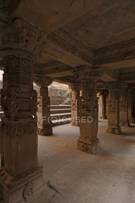 Affichage des colonnes et des étapes — Photo de stock