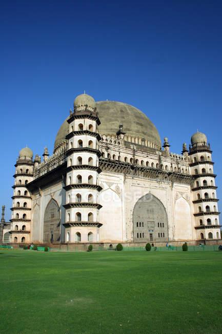 Vista di Gol Gumbaz durante il giorno, Bijapur, Karnataka, India, Asia . — Foto stock
