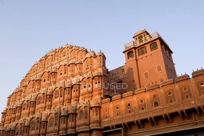 Vista di rosso murato antico palazzo, Hawa Mahal, Jaipur, Rajasthan — Foto stock