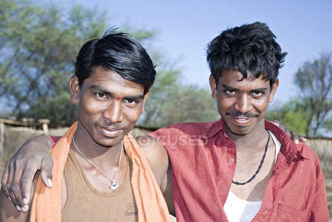 Two smiling indian friends. Salunkwadi, Taluka, Ambejpgai district, Beed, Maharashtra, India — Stock Photo