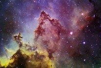 Paisaje estelar con el Everest de Nebulae - foto de stock