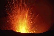 Yasur eruzione sull'isola di Tanna — Foto stock