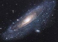 Paisaje estelar con la galaxia de Andrómeda - foto de stock